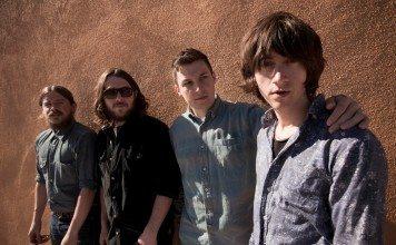 Arctic Monkeys en 2012
