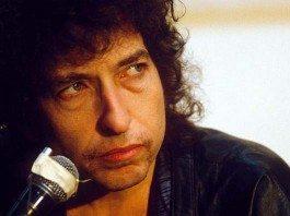 Bob Dylan con micro
