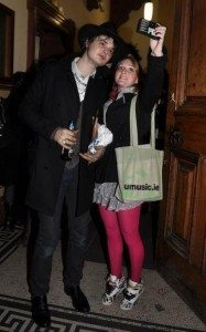 Pete-Doherty-con-fan.-187x300