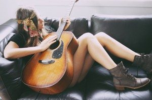 me-enamore-folkie-segundona-guitarra