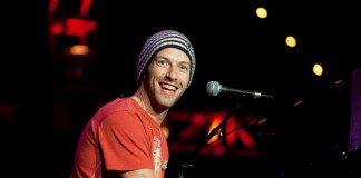 Chris Martin sonrisa piano directo