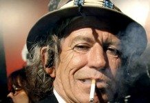 Keith Richards fumando