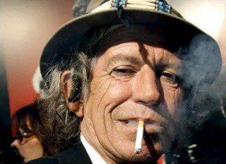 Keith Richards fumando