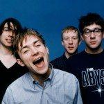 'Parklife': cuando Blur inventó el britpop {focus_keyword} Soy de Oasis blur posan fondo azul presentacion parklife 1994