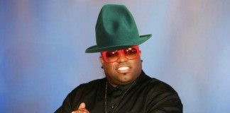 Cee Lo Green con el sombrero de Pharrell Williams.