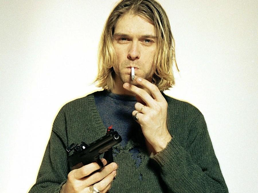 Kurt Cobain posa con un cigarro y una pistola