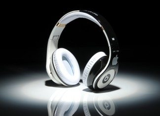Auriculares Beats con el logo de Apple