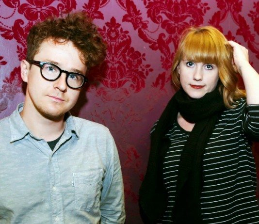 Wye Oak con una pared roja