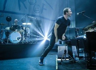 Chris Martin de Coldplay con Ghost Stories en directo