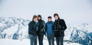 Kasabian en una montaña con nieve
