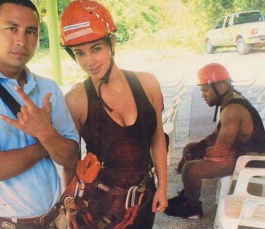 El meme de Kanye West sentado y triste.