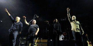 Pixies saludan durante un concierto en 2014 dentro de la gira de 'Indie Cindy'.