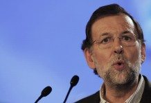 Mariano Rajoy con micrófono