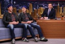 Will Ferrell y Chad Smith en The Tonight Show starring Jimmy Fallon