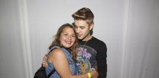 Justin Bieber con una fan