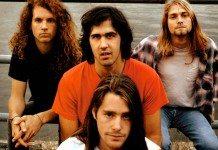 Nirvana en 1990 con el mar de fondo