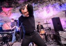 Samuel T. Herring de Future Islands mordiendo un cable en el SXSW 2014