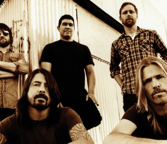 Foo Fighters en sepia