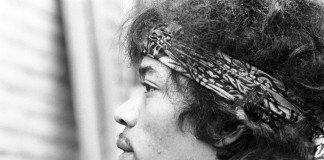 Jimi Hendrix de perfil en blanco y negro