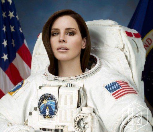 Lana del Rey vestida de astronauta.