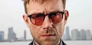 Damon Albarn con gafas de sol