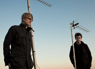 Simian Mobile Disco con antenas