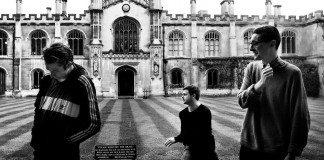Alt-J en Cambridge en blanco y negro