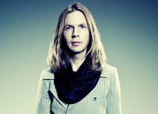 Beck con fondo azul