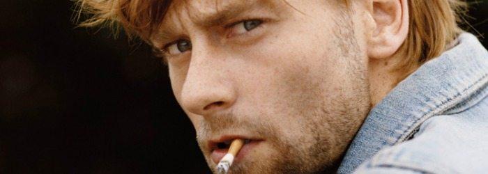 Joe Anderson fumando.