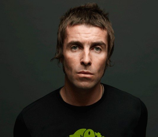 Liam Gallagher con el pelo corto