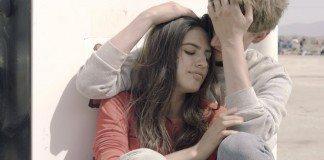 Protagonistas del videoclip de 'Childhood Faith in Love' de How to Dress Well