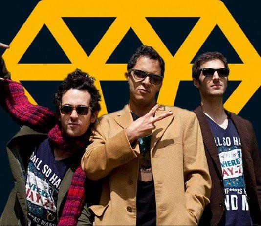 Fundadores de Rap Genius con el logo