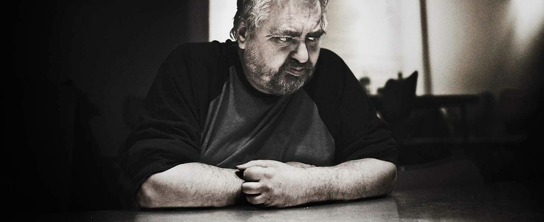 Daniel Johnston sobre una mesa.