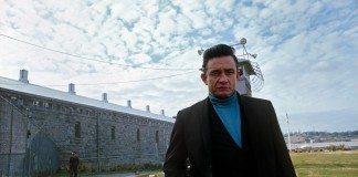 Johnny Cash a las afueras de prisión