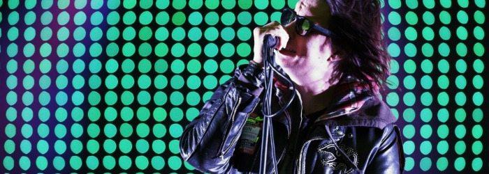 Julian Casablancas cantando en directo.
