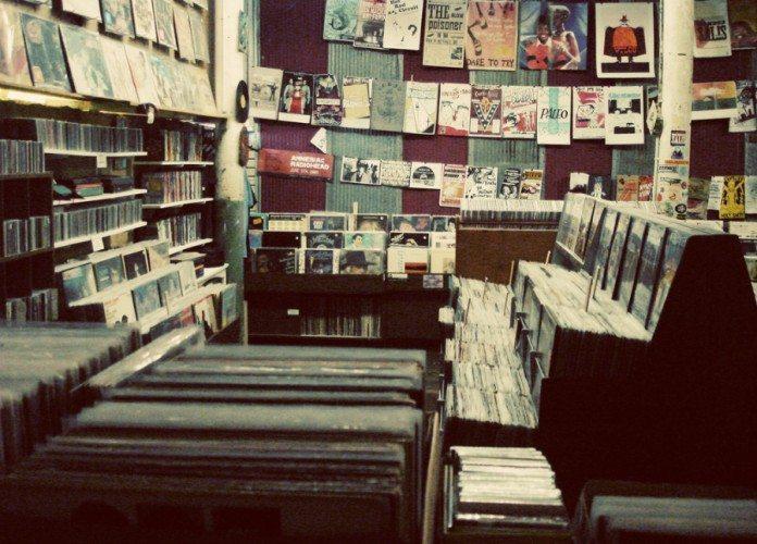 Tienda de música con vinilos