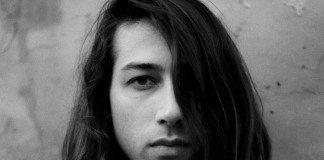 Retrato de Kindness en blanco y negro.