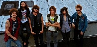Julian Casablans + The Voidz en una azotea