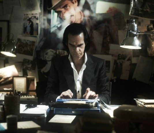 Nick Cave escribiendo a máquina en '20.000 Days on Earth'