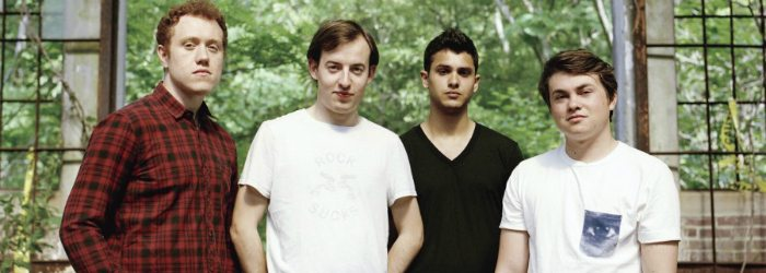 Bombay Bicycle Club en un invernadero