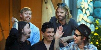 Foo Fighters chocando