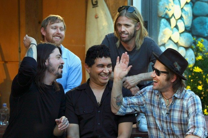 Foo Fighters chocando