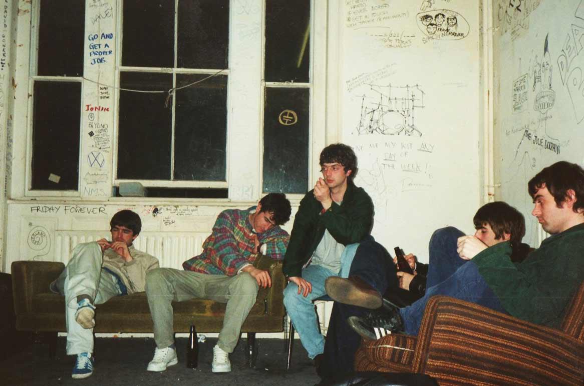 Oasis-sentados-sofas