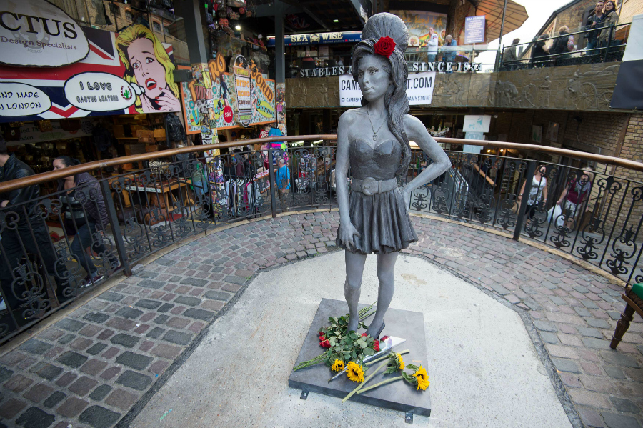 Estatua de Amy Winehouse