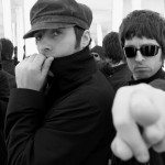¿Cuánto sabes de Oasis? {focus_keyword} Soy de Oasis noel gallagher senala camara junto liam gallagher