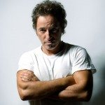 Bruce Springsteen con camiseta blanca