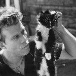 Tom Waits con un gato