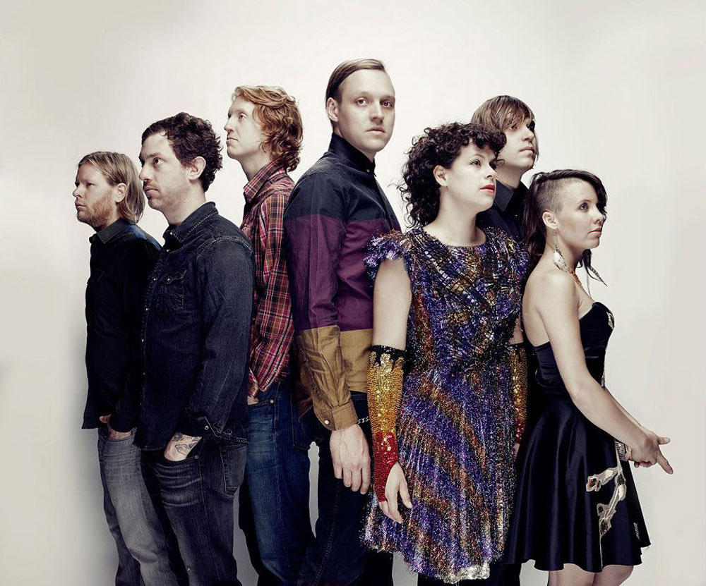 Arcade Fire con fondo blanco