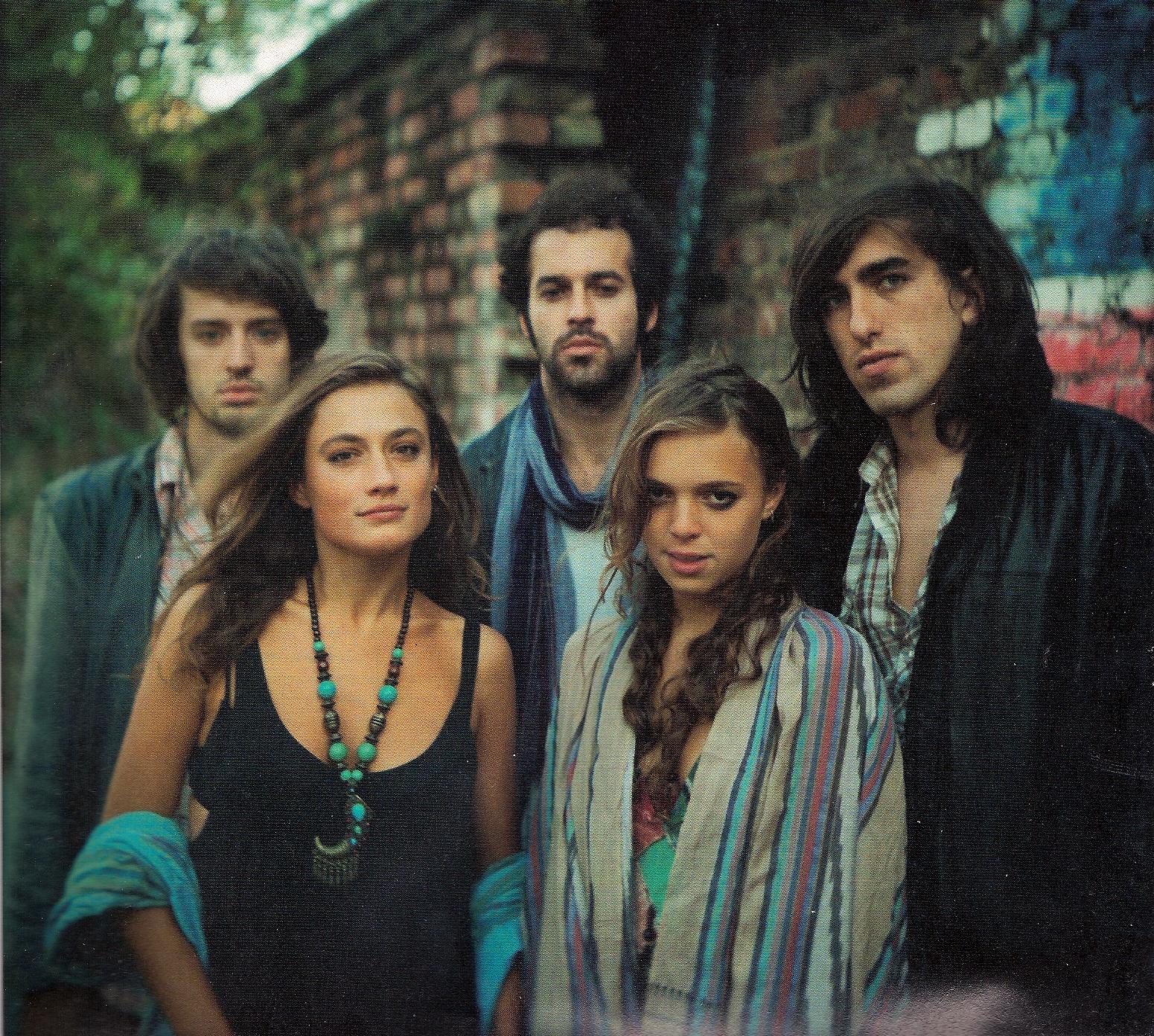 Crystal Fighters como hippies