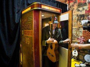 Neil Young en la cabina de grabación de Jack White
